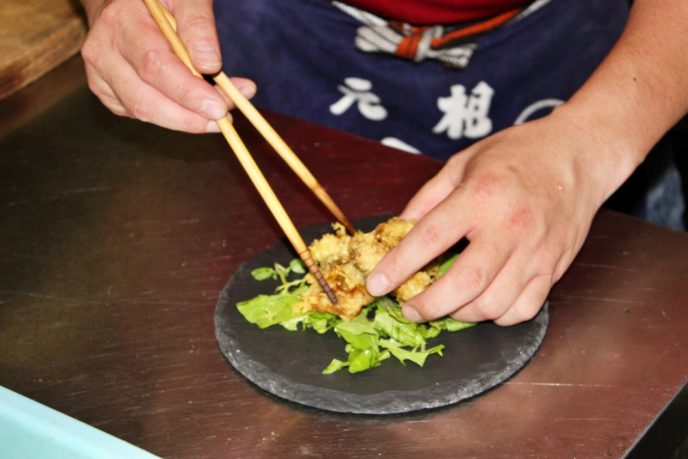 天ぷらを盛り付ける